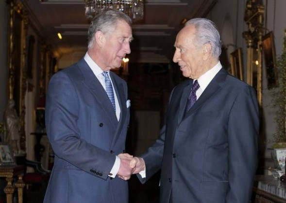 Britain's Prince Charles (L) receives Israel's President Shimon Peres with a firm Masonic grip at Clarence House in London November 20, 2008