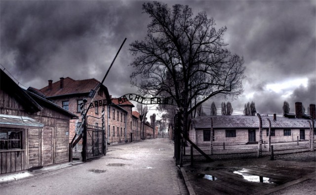 De som sa 'Aldri Mer' holocaust', lager de nye Holocaust selv?