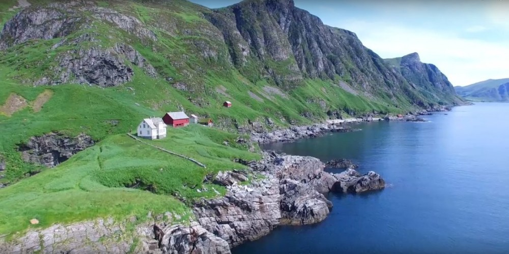 The Beauty of Norwegian Countryside; Under deCreation